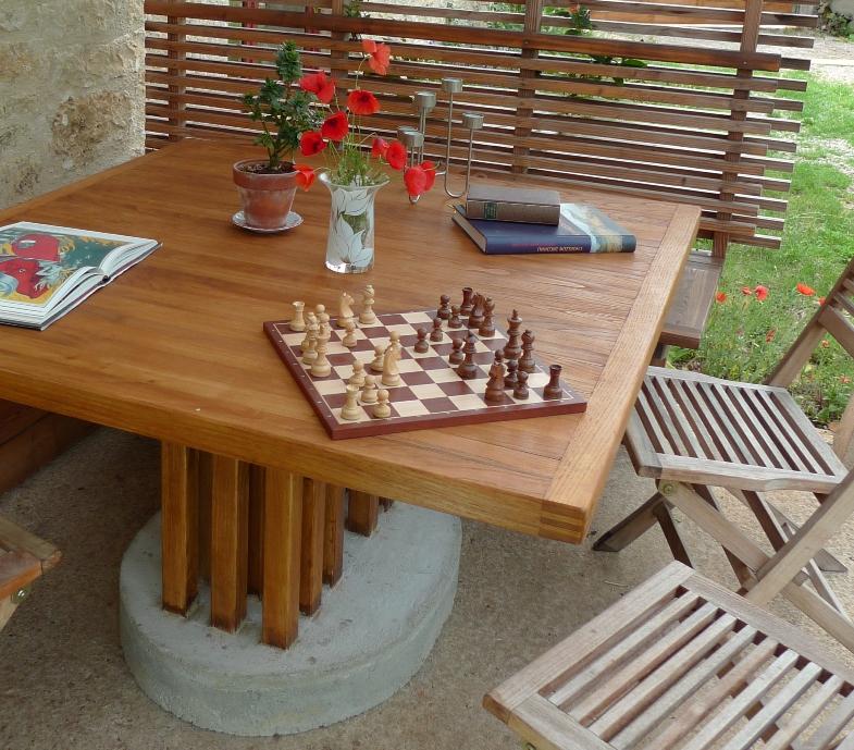 http://www.atelierhamot.fr/W1/wp-content/uploads/2011/06/table-dextérieur-10.jpg