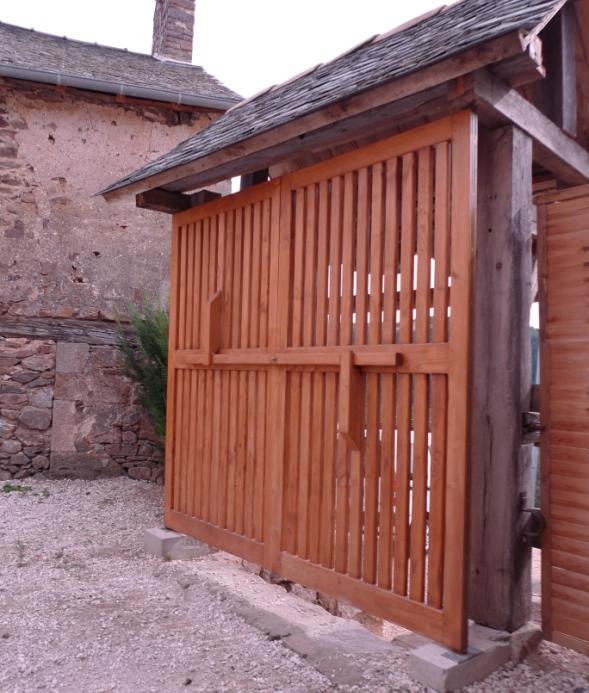 http://www.atelierhamot.fr/W1/wp-content/uploads/2013/01/portail-sur-pivots-2.jpg
