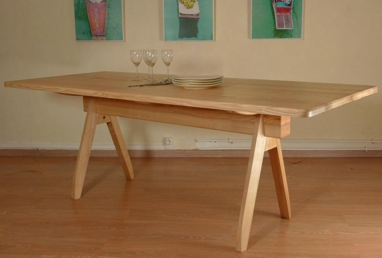 http://www.atelierhamot.fr/W1/wp-content/uploads/2013/01/table-frêne-86x104-cm.jpg